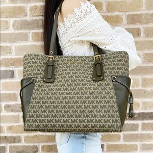 Michael kors large tote green MK Signature